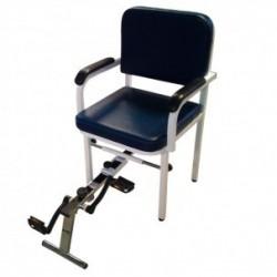 Sillon para ejercicios de podología, con dispositivo de pedales acoplado