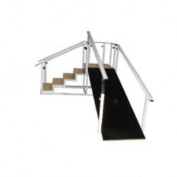 Escalera con plano inclinado, estructura de acero. Con 5 peldaños en madera y rampa antideslizante.