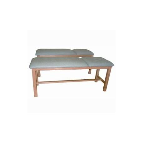 Mesa de tratamiento en madera de haya barnizada, lecho tapizado en skay, con cabecero abatible.