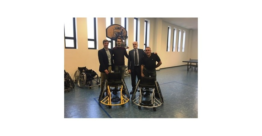 Fundación ONCE promueve el baloncesto adaptado donando sillas de ruedas al Club Deportivo Zuzenak