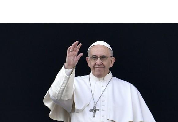 EL PAPA ACUDIÓ A UNA TIENDA DE ROMA PARA COMPRARSE UNOS ZAPATOS ORTOPÉDICOS