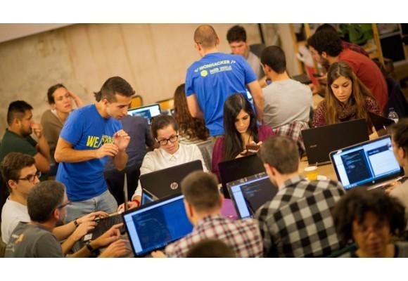 Fundación Universia y Ironhack lanzan un programa de becas para formar en tecnología a personas con discapacidad